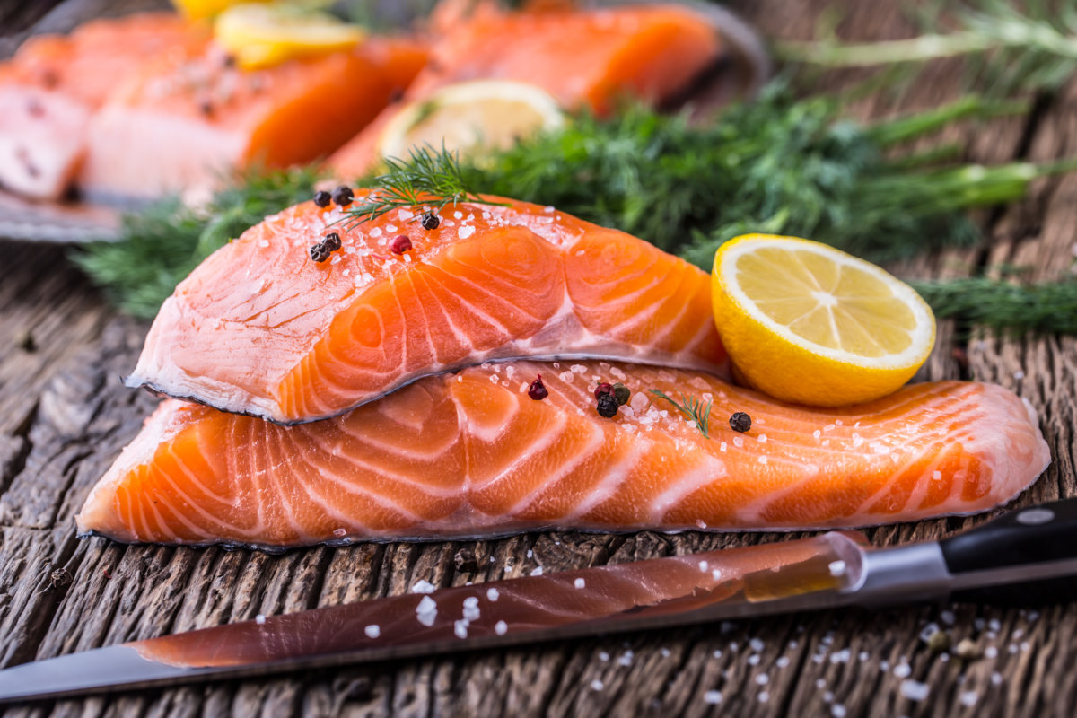 Grilled salmon with slice of lemon
